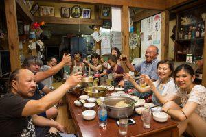 沖縄・久米島での 交流パーティの様子